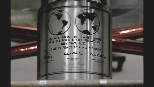 Futuraは、人類史上初の月面着陸をしたアポロ11号着陸船の銘板に使用されました。